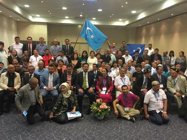 Dunya Uyghur qurultiyining 5 - nöwetlik yighinigha qatnashqan wekiller