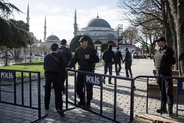 istanbulda-partlash-ehmet-exmet-sultan-jami.jpg