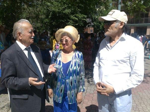 Tamara memetowa Uyghur ziyaliliri bilen bille