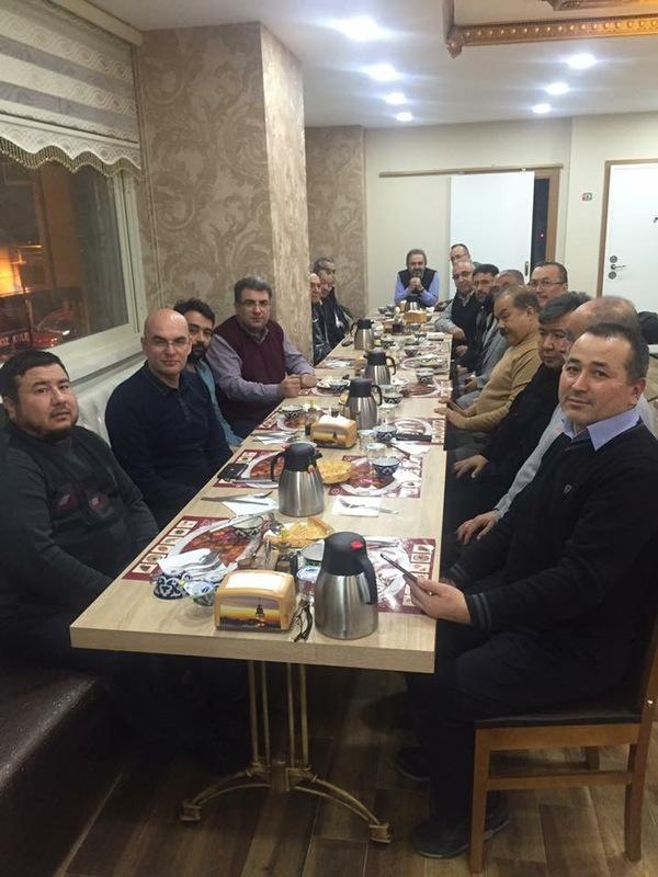 Istanbuldiki zhurnalist we yazghuchilar