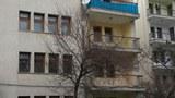 uyghurlar-musapirlar-orunlashqan-bina-turkiye-qeyseri.jpg