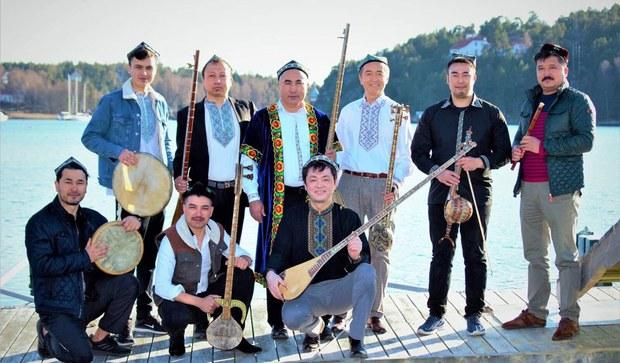 yawropa-uyghur-ansambil-ezaliri.jpg