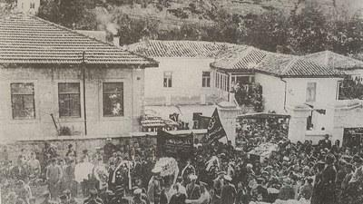 Jedidchilik herikitining bayraqdari isma'il ghaspirali wapat bolghanda ötküzülgen depne murasimi (1914-yili 9-ayning 12-küni, qirim-baghchesaray)