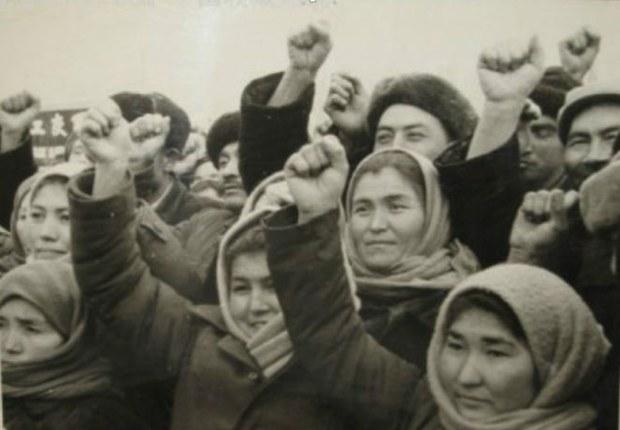 abdurehim-eysa-Uyghur-diyarida-qoghighan-siyasiy-doqlqun.jpg