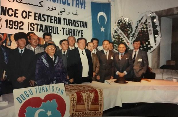 Sherqiy-Turkistan-milliy-qurultiyi-1992-yili.jpg
