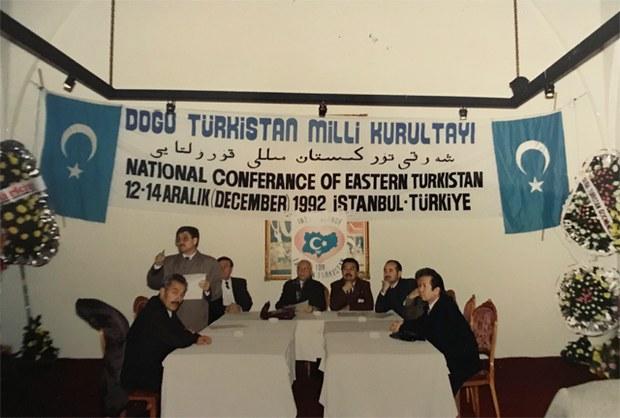 Sherqi-Turkistan_milli_qurultiyi-1992-01.jpg