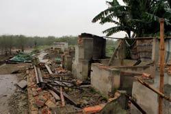 Căn nhà của gia đình ông Đoàn Văn Vươn bị phá sau ngày cưỡng chế. AFP photo