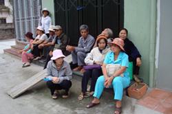 Một cảnh khiếu kiện đất đai thường thấy của người dân. Photo courtesy of vietnamexodus.org