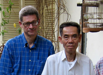 Ông Dan Southerland gặp lại ông Phạm Xuân Ẩn tại Việt Nam năm 2005.