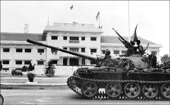 Xe tăng quân Bắc Việt tiến vào Saigon hôm 30/4/1975