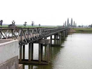 Cầu Hiền Lương năm 2010.