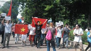 anti-china-protest-aug5-2012-3-305.jpg