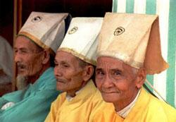 Các tín đồ Cao Đài trong một lần chờ hành lễ trước đây. AFP PHOTO.