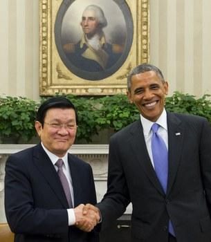 Tổng thống Mỹ Barack Obama và Chủ tịch nước Việt Nam Trương Tấn Sang tuyên bố nâng cấp quan hệ Việt Nam thành quan hệ đối tác toàn diện vào tháng 7/2013. Ảnh: AFP
