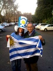 Phóng viên RFA chụp với cổ động viên của đội Uruguay. RFA