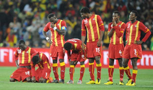 ĐT Ghana thua ĐT Uruguay 4-2 trong lọat đá phạt đền hôm 02/07/2010 tại SVĐ Soccer City ở Soweto, Johannesburg. AFP