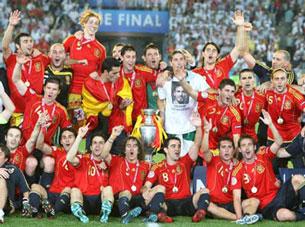 Đội tuyển Tây Ban Nha chụp năm 2008 khi đoạt chức vô địch Châu Âu. Wikipedia