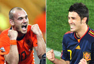 Tiền vệ Hà Lan Wesley Sneijder (T) và tiền đạo Tây Ban Nha David Villa sẽ gặp nhau trong trận chung kết tại Sân vận động thành phố Soweto, gần Johannesburg, ngày 11 tháng 7 năm 2010.AFP