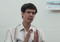 Tiến sĩ Phạm  Chí Dũng, một trong những thành viên sáng lập trả lời phỏng vấn VRNs, tháng 7 năm 2014. Screen Capture.