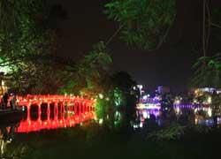 Hồ Hoàn Kiếm trong thời gian diễn ra Đại Lễ 1.000 năm Thăng Long - Hà Nội. Photo courtesy of thanglonghanoi.gov.vn