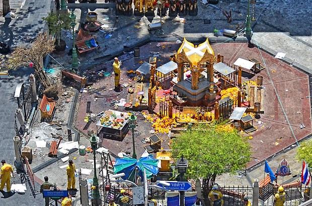 Quang cảnh Đền Erawan ở Bangkok, Thái Lan vào ngày 18, năm 2015 sau khi một trái bom đả phát nổ khiến 22 người thiệt mạng