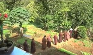Bị trục xuất khỏi tu viện Bát Nhã, các tăng thân phải vào tá túc ở Chủa Phước Huệ, nay lại phải giải tán theo lệnh của chính quyền. Photo RFA from video.