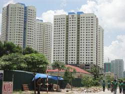 Tòa nhà căn hộ cao cấp ở Hà Nội, ảnh chụp hôm 14-08-2011. RFA photo.
