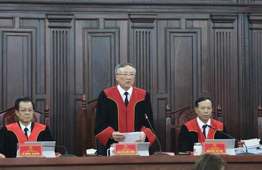 Hình minh hoạ. Chủ toạ phiên Giám đốc thẩm vụ Hồ Duy Hải, Chánh án TAND tối cao Nguyễn Hoà Bình (giữa)