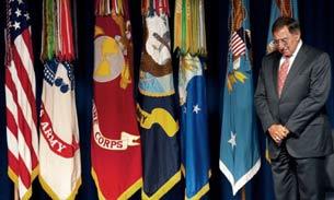 Bộ trưởng Quốc phòng Mỹ Leon Panetta trong lễ tưởng niệm sự kiện 11/9 bên trong Lầu Năm Góc vào ngày 09 tháng 9 năm 2011.
