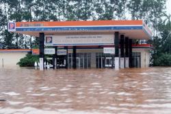 Nước ngập sâu tại trung tâm Hà Tĩnh hôm 18/10/2010. NOTIMEX PHOTO.