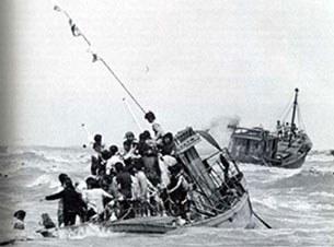 Hình ảnh những con thuyền vượt biển tìm tự do