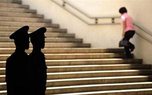 Quảng trường lịch sử Thiên An Môn cũng không thiếu bóng cảnh sát. AFP