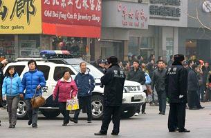 Bất cứ nơi nào có sự tập trung đông đảo dân chúng là cảnh sát TQ được điều động đến ngay. AFP