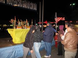 Phần dâng hương trước bàn thờ Tổ quốc. Hình do cộng đồng VN vùng Washington DC, MD & VA cung cấp.