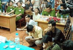 Chỉ riêng trong vụ tham nhũng-đánh bạc PMU18, đã từng có lúc đảng cho phép báo chí được tự do phanh phui, nhưng gần đây lại quyết định trừng phạt nhiều ký giả viết bài liên quan đến vụ này. RFA file photo