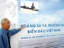 Ông Nguyễn Đình Đầu có nhiều công trình nghiên cứu về lãnh thổ Việt Nam. RFA file