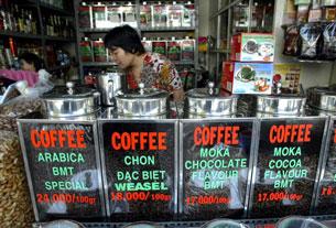 Cửa hàng bán cà phê hạt chưa xay.