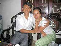 Vợ chồng Bác sĩ Phạm Hồng Sơn - Vũ Thuý Hà, sau ông Sơn được trả tự do hôm 30-8-2006. RFA file