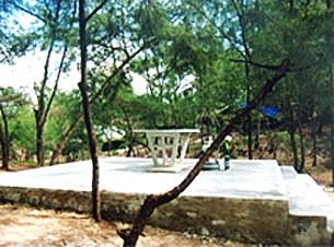 Thánh giá và bàn lễ bị bắt buộc phải tháo dở trước ngày 29 tháng 2, 2009