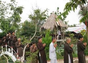 Một trong những nghi thức niệm Phật của tín đồ PGHH.