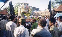 Công an ngăn chặn buổi hành lễ nhân Ngày Lễ Đản Sanh Đức Huỳnh Giáo Chủ tổ chức tại An Giang trước đây. Photo courtesy PGHH.org