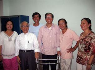 Linh mục Nguyễn Văn Lý tại Tòa Tổng Giám Mục Huế hôm 15-3-2010.  Hình do thân nhân LM Lý gửi đến RFA.