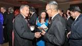 Biên tập viên Nguyễn Khanh và Cựu Tổng Trưởng Norman Mineta