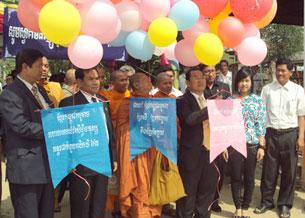 Đại diện cộng đồng Khmer Krom thả bong bóng chào mừng kỷ niệm Quốc tế Nhân quyền