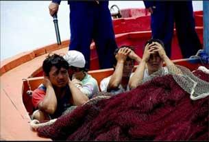 Ngư dân Việt Nam bị Trung Quốc bắt hồi năm 2009. Photo courtesy of forumlyson.