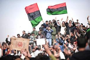 Lực lượng chống chính phủ Gadaffi sau khi chiếm Brega phía tây Benghazi