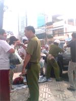 LandProtestersPolice150.jpg