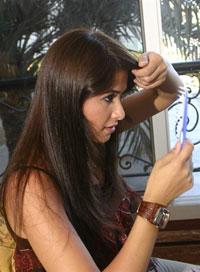 Hầu như, hình ảnh người con gái với mái tóc dài thì luôn được coi là tiêu biểu của sự thùy mị, nết na, dịu dàng của phụ nữ.  Photo: AFP