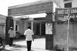 Một bệnh nhân HIV đến cơ sở điều trị Methadone ở huyện Thủy Nguyên, Hải Phòng. Photo courtesy of unaids.org.vn