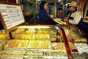 Cửa hàng vàng bạc xuất hiện khắp nơi. AFP photo